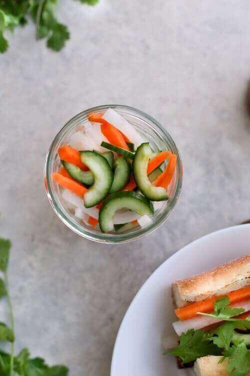 ירקות מוחמצים לסנדוויץ' באן מי טבעוני בבלוג כל הדברים הטובים