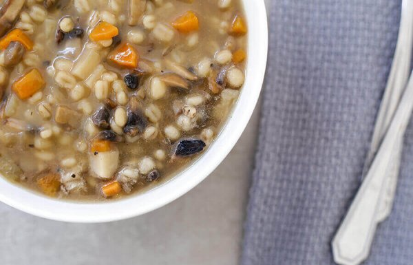 מרק קרופניק – מרק פטריות וגריסים