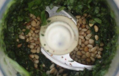 רוטב פסטו ביתי קל להכנה (טבעוני, ללא גלוטן)