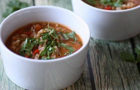 מרק פלפלים ממולאים – מרק עגבניות עם אורז ופלפלים (טבעוני, ללא גלוטן)