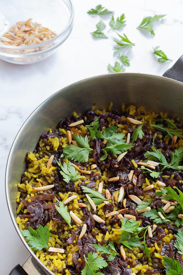 מג'דרה - אורז עם עדשים שחורות בבלוג כל הדברים הטובים