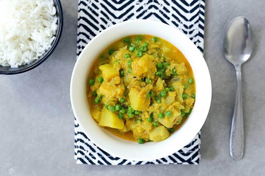 קארי תפוחי אדמה וגרגירי חומוס עם אפונה ירוקה בבלוג כל הדברים הטובים