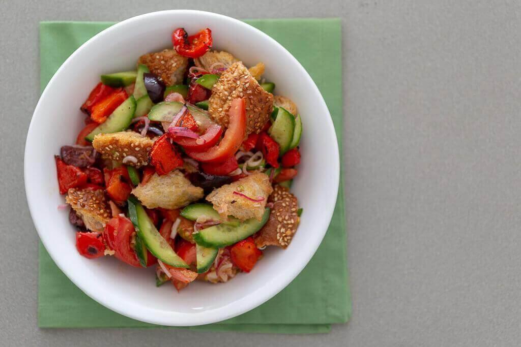 סלט פנצנלה - סלט ירקות עם לחם בבלוג כל הדברים הטובים