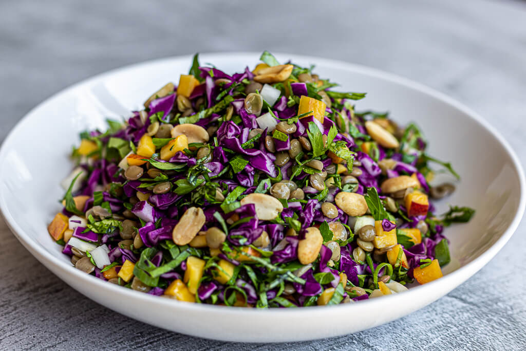 סלט עדשים טבעוני שמתאים לכל ארוחה בבלוג כל הדברים הטובים