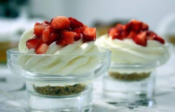 עוגת גבינה קרה בכוסות אישיות