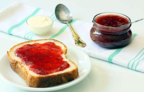 קונפיטורת תותים ביתית (או – איך להכין ריבה)