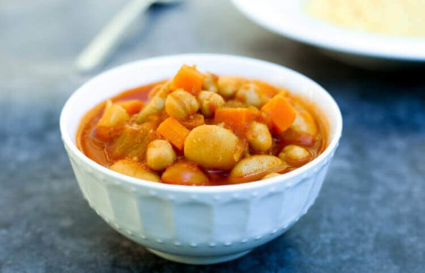 מרק ירקות עם חומוס ושעועית – מרק מושלם לקוסקוס! (טבעוני, ללא גלוטן)