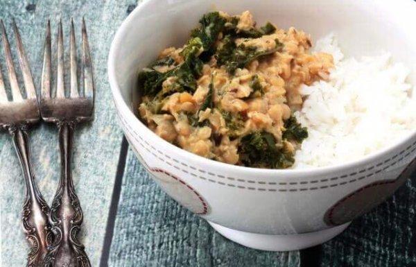 תבשיל עדשים כתומות ותרד עם קרם קוקוס (טבעוני, ללא גלוטן)