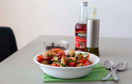 סלט פנצנלה – סלט ירקות עם לחם (טבעוני)