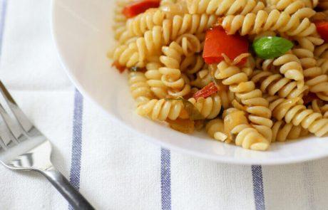 פסטה ברוטב עגבניות ופלפלים (טבעוני)